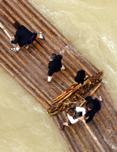 Nabata pasando bajo el puente de Murillo de Gállego
