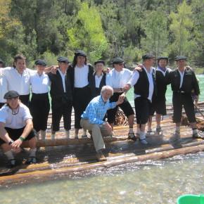 Espectacular descenso de las nabatas entre mucho público en el río Gállego
